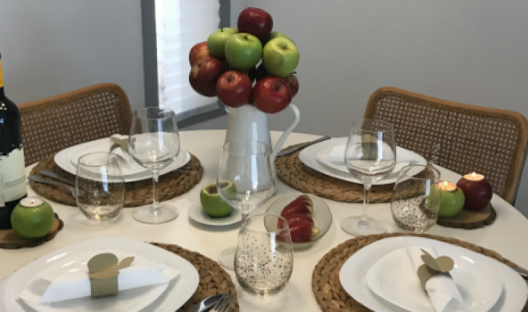 איך לערוך שולחן עם מה שיש לך בבית