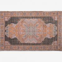 שטיח עם גדילים